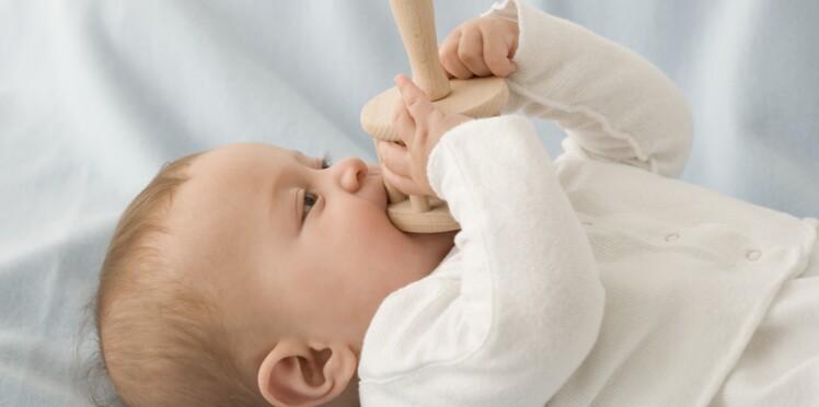 Poussée dentaire : comment soulager bébé ?