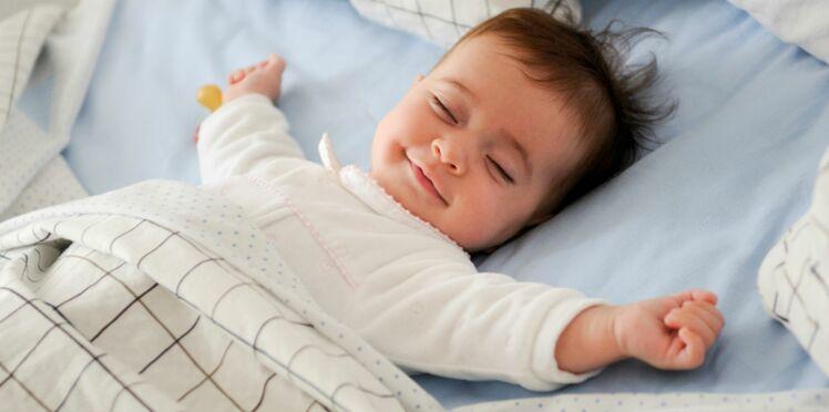 Canicule : comment aider bébé à dormir malgré la chaleur ?