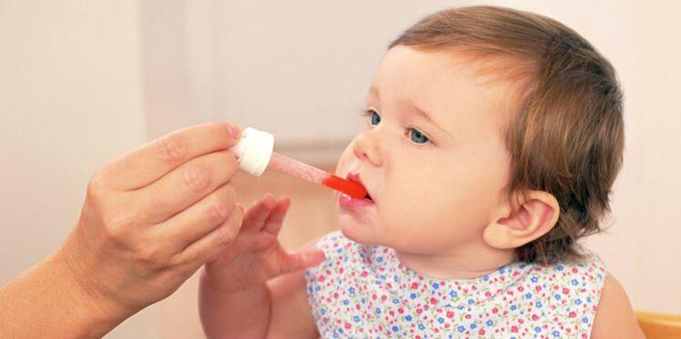Comment bien donner un médicament à un bébé ?