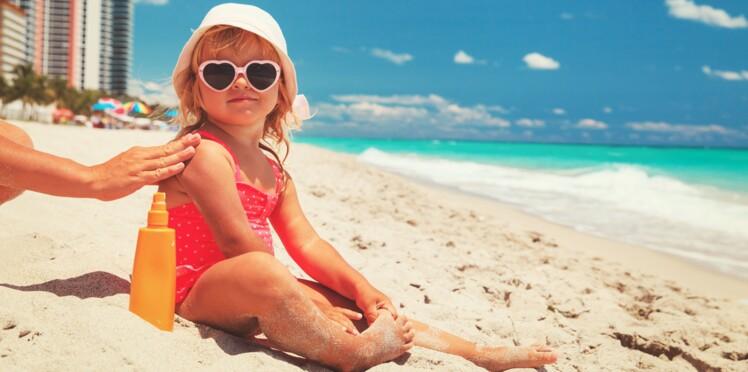 0fea6cd09cf023 10 conseils pour protéger les bébés et les enfants du soleil   Femme ...