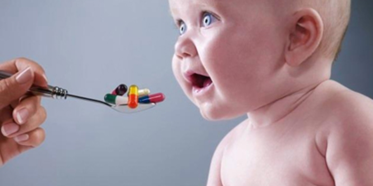 Des médicaments déconseillés aux enfants de moins de 2 ans