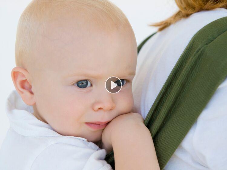 f9950afcf33 Maman débutante : bien utiliser un porte-bébé (vidéo) : Femme Actuelle Le  MAG