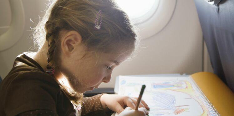 Voyage en avion : comment occuper les enfants