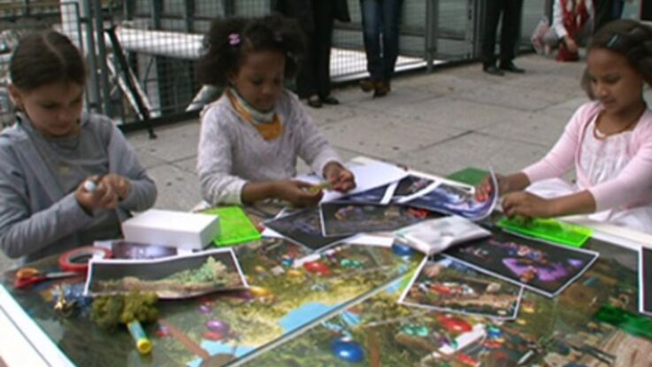 Les enfants imaginent des parcs d'attractions avec Disney
