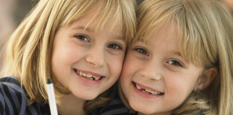 Séparer les jumeaux ou pas ? Des parents témoignent