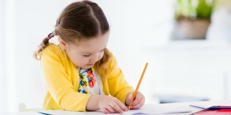 Latéralisation : mon enfant est gaucher, comment l'aider à l'école ?