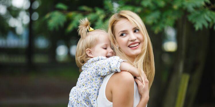 Mal de dos : les positions pour bien porter son enfant