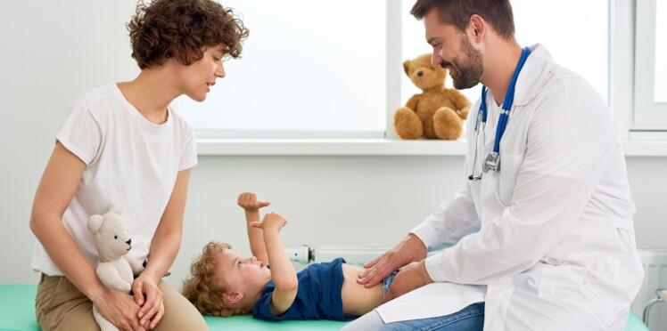 Mon enfant a mal au ventre : 10 solutions naturelles pour le soulager
