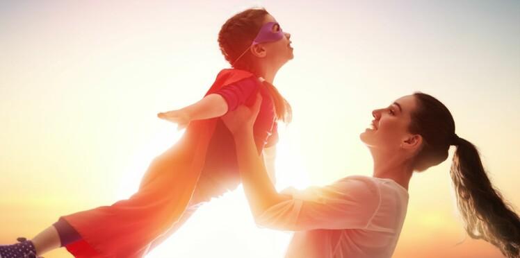 """Ultra-protecteurs, surinvestis… Les parents """"hélicoptères"""" sont-ils vraiment toxiques ?"""