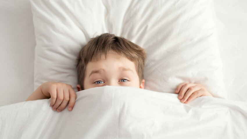 Il fait encore pipi au lit : que faire ?