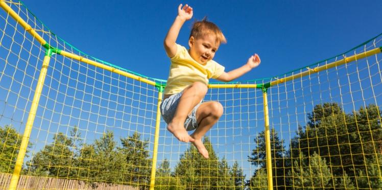 Trampoline : 4 règles à respecter pour éviter les risques