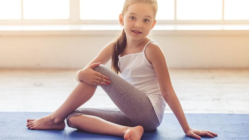 PHOTOS – Une séance de yoga pour enfant à faire au réveil