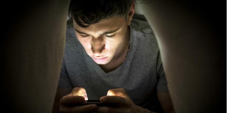 Les adolescents regardent des films pornographiques de plus en plus tôt