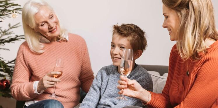 Découvrez pourquoi il ne faut pas laisser un enfant tremper ses lèvres dans un verre d'alcool…
