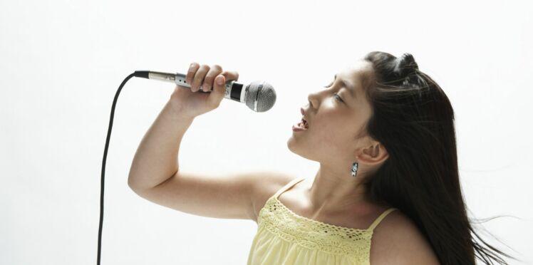 Pour lui apprendre une langue étrangère, faites le chanter !