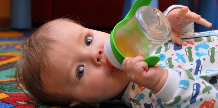 Bébé : jamais de jus de fruits avant 1 an