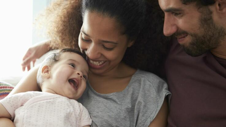 C'est prouvé, câliner bébé l'aide à bien grandir