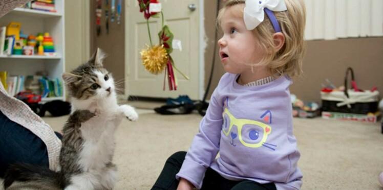 Cette petite fille et son chaton amputés ont ému l'Amérique entière