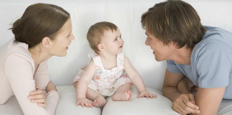 Comment se placer devant bébé pour qu'il reconnaisse notre visage ?