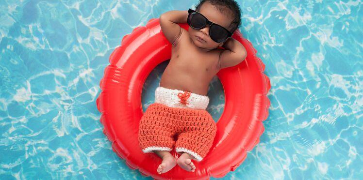 Danger : 25% des parents utilisent des bouées pour baigner bébé