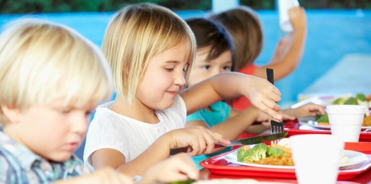 Les enfants mangent trop de viande à la cantine selon Greenpeace