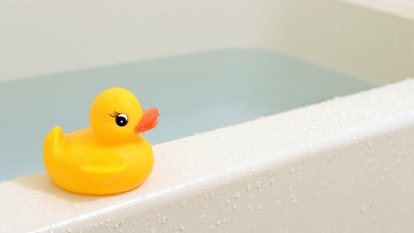 Une étude alerte sur les dangers des jouets de bain pour les enfants