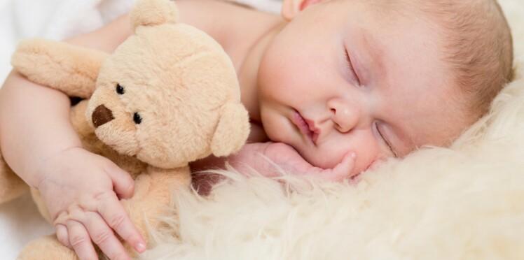 Faire dormir bébé sur une peau de bête pour réduire son risque d'allergies ?