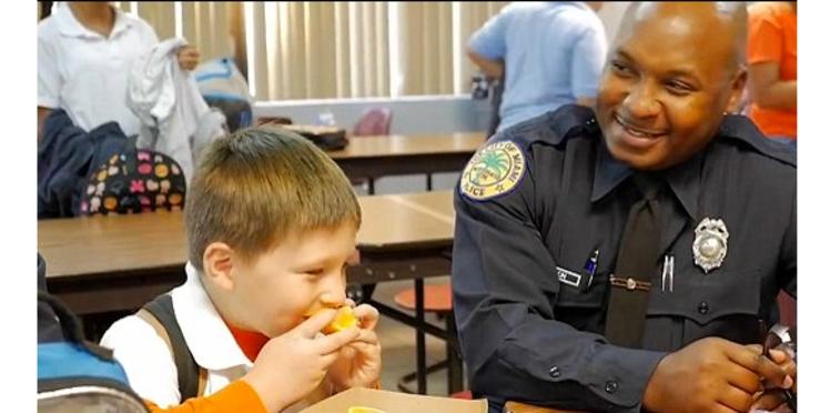 Fête à l'école : quand des policiers remplacent un papa disparu