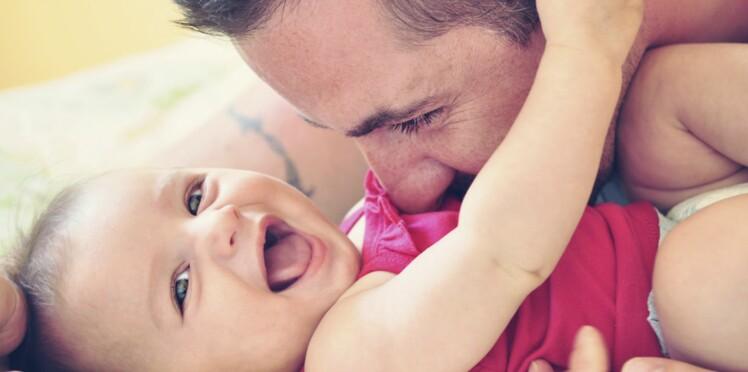 Changements hormonaux après l'accouchement : les pères aussi !
