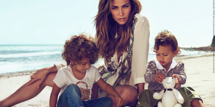 J-Lo prend la pose pour la collection Enfant de Gucci