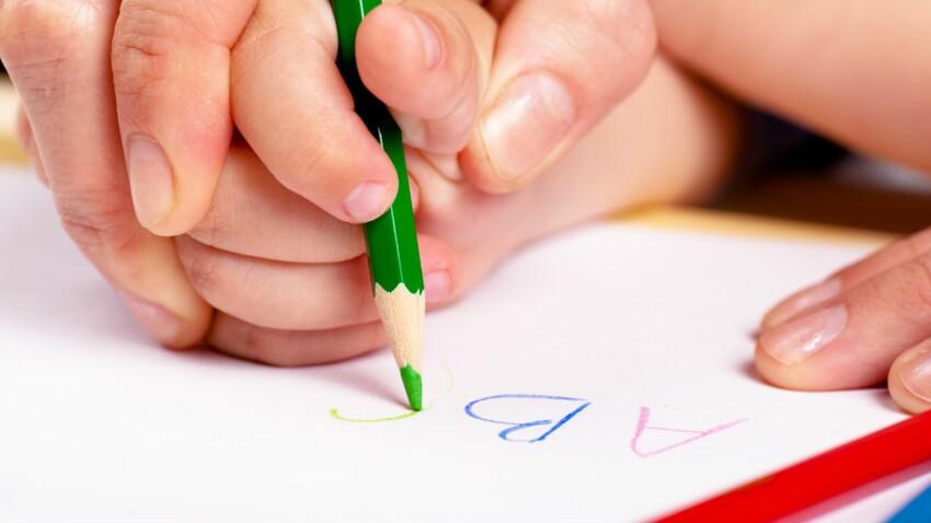 Les enfants auraient de plus en plus de mal à tenir correctement un stylo… La faute aux écrans