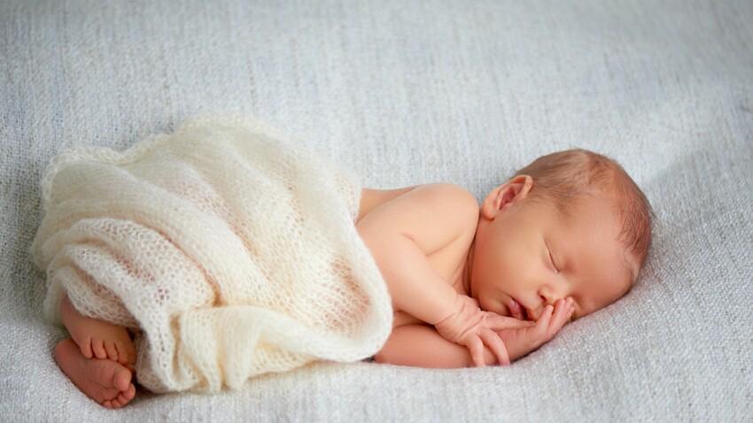 Mort subite du nourrisson : faire dormir bébé dans la chambre des parents pour limiter le risque