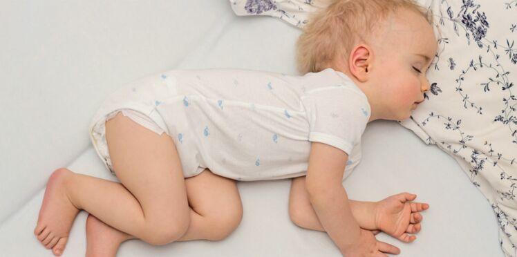 Obésité : pourquoi il faut coucher bébé avant 20 heures