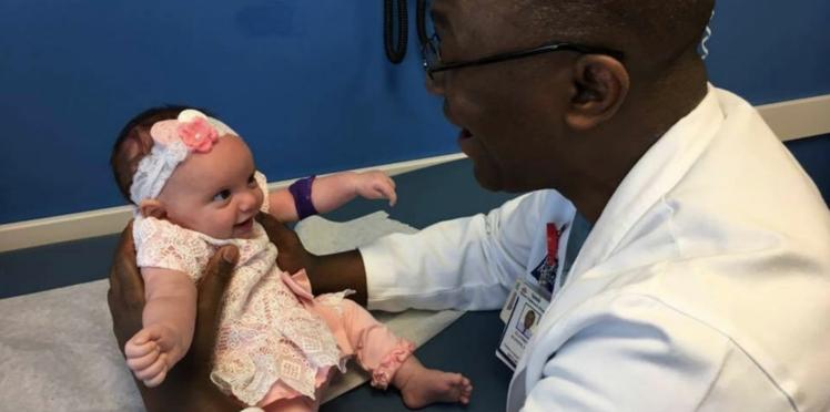Opération rarissime : ce bébé est né deux fois