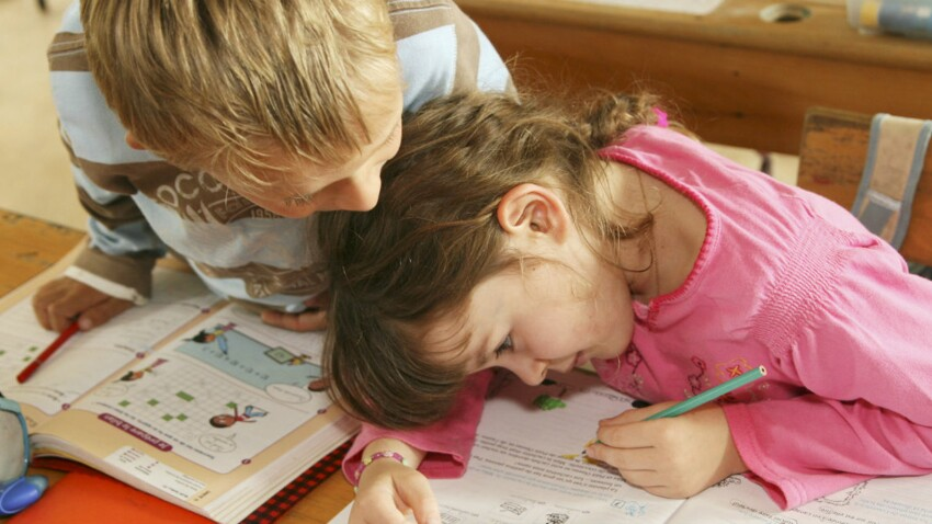 Pourquoi complimenter son enfant pourrait nuire à son parcours scolaire ?
