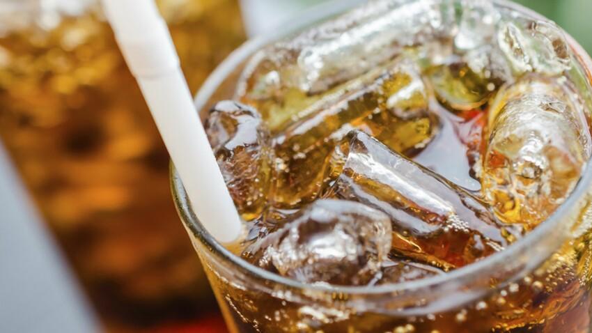 Boire du soda influencerait l'âge des premières règles