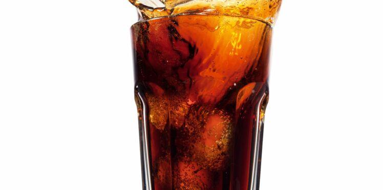 La télé encouragerait les enfants à boire plus de sodas