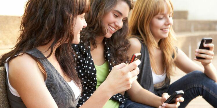 3 ados sur 4 dorment avec leur téléphone portable allumé