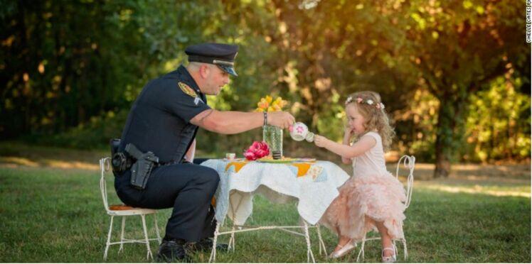 Un policier sauve la vie d'une fillette, elle l'invite à son anniversaire un an après