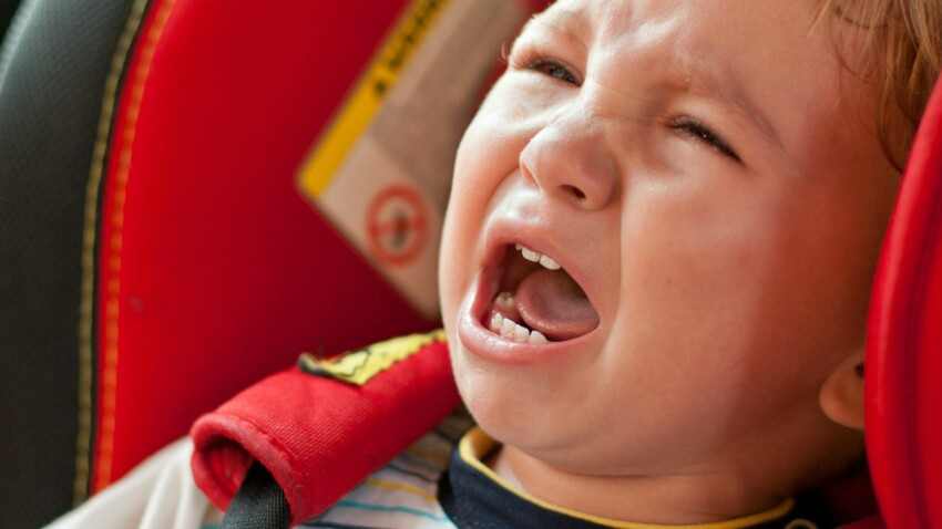 Votre enfant pleure en voiture? Vérifiez son siège auto...