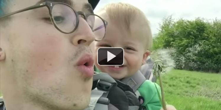 Il fait rire son bébé grâce à un pissenlit… Le zapping web super papas !