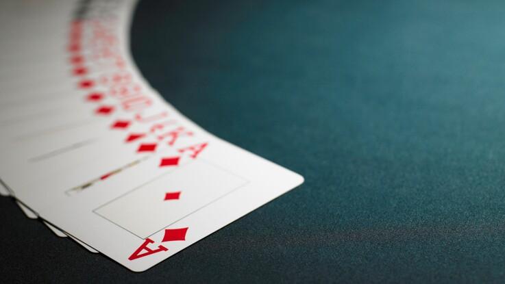 c3992f5a42eb91 Comment lire l avenir avec un jeu de 32 cartes   Femme Actuelle Le MAG