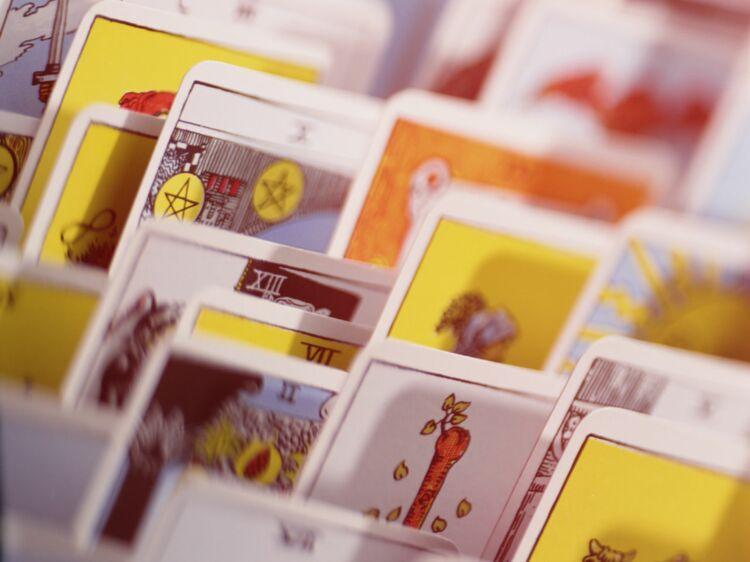 Comment tirer les cartes du tarot égyptien   - Tarot   lire son avenir avec  le tarot égyptien   Femme Actuelle Le MAG 56737a0b565e