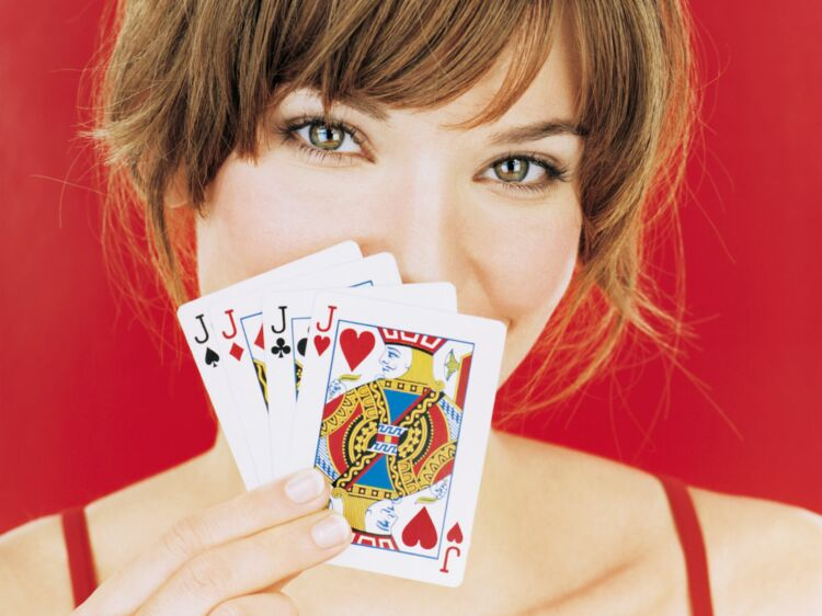 881fb1df726db Tarot   apprenez à tirer les cartes ! - Disposer les cartes et choisir un  tirage   Femme Actuelle Le MAG