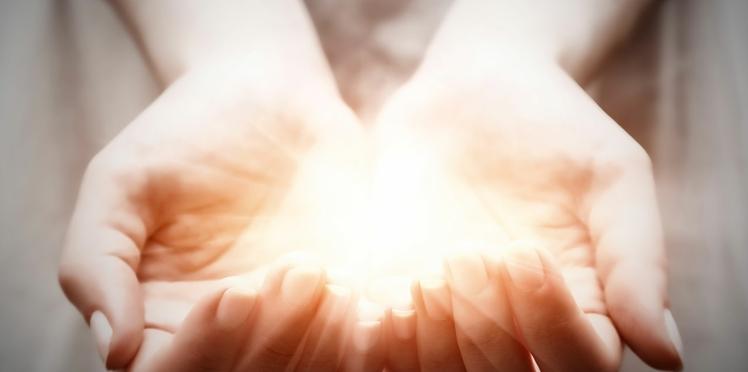 Initiation à la chiromancie : que révèle notre main de notre personnalité ? Démo express en vidéo