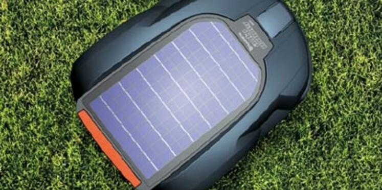Première tondeuse à gazon robotisée et solaire