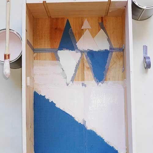 Diy Realisez Une Table De Chevet Graphique Avec Une Caisse