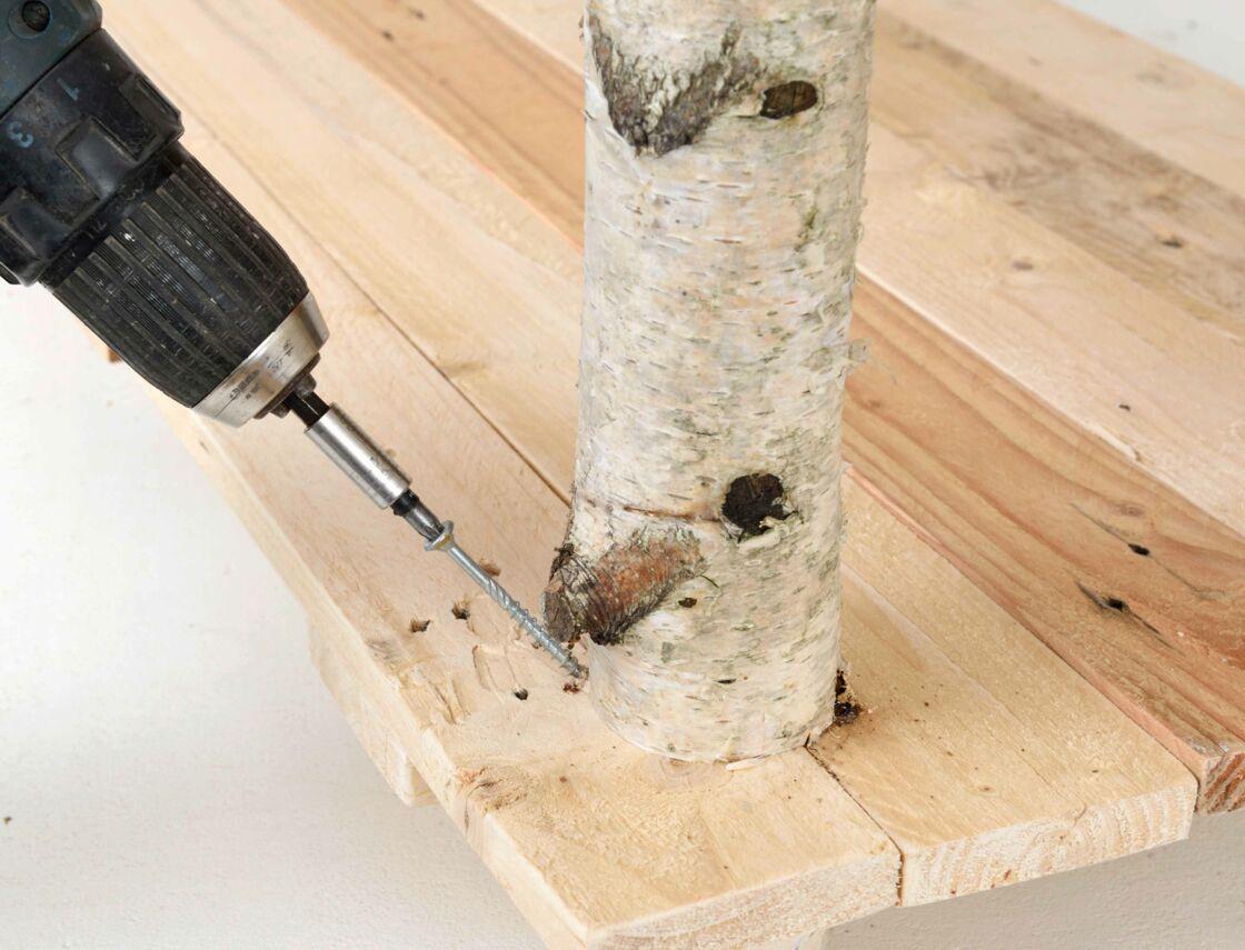 diy une table avec des rondins de bois par sophie. Black Bedroom Furniture Sets. Home Design Ideas