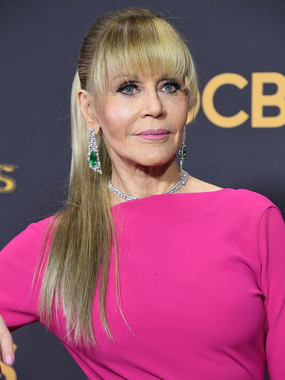 Jane Fonda Bientot 80 Ans Porte Les Cheveux Longs Et Est Toujours