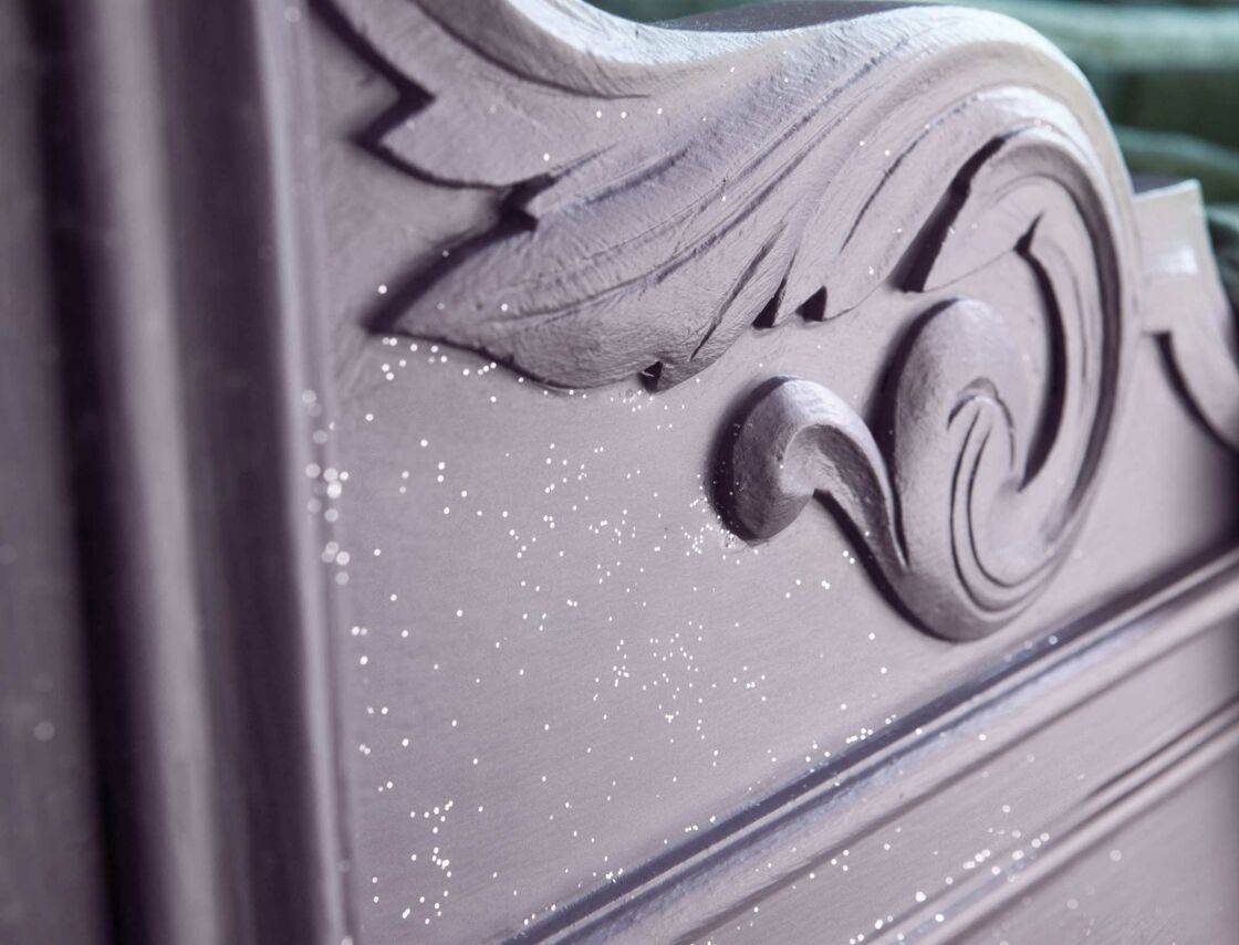 Peinture A Paillette Pour Meuble peinture : une patine à paillettes sur du bois : femme